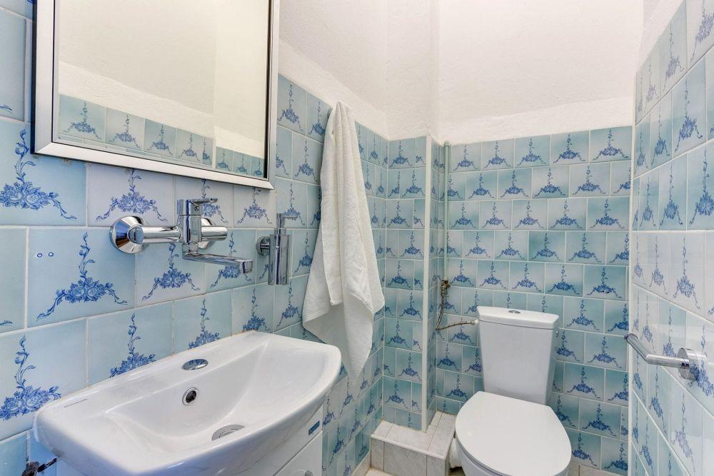 Pokój jednoosobowy ze współdzielonym prysznicem